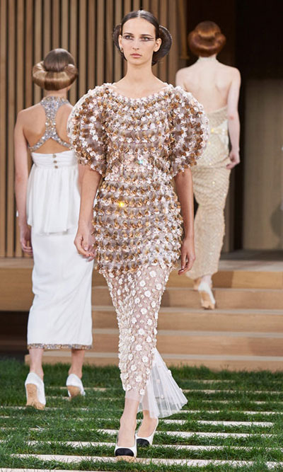Chanel Spring Summer 2016 Haute Couture Look 3