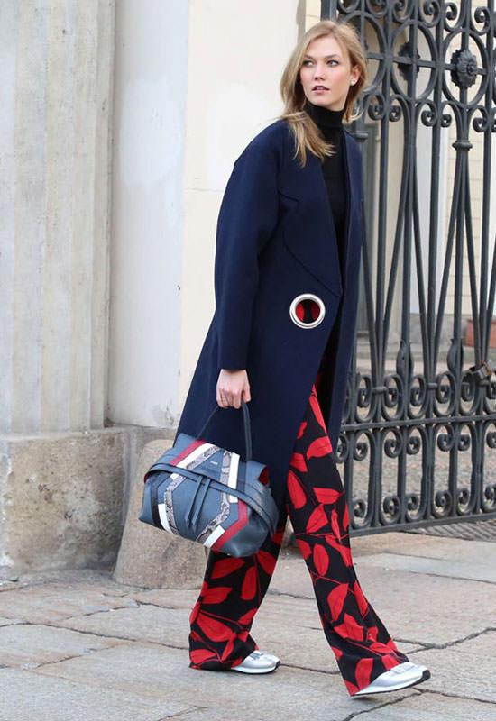 Karlie Kloss wearing tods wave bag