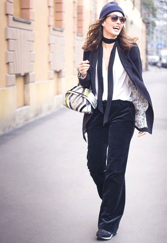 Sophie Auster in Tod's Wave Bag
