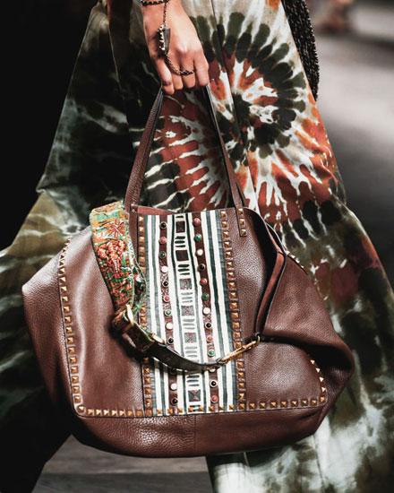 LOVIKA | Valentino tote bags #totes #runway