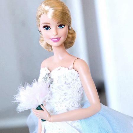 Oscar de la Renta Barbie in Oscar de la Renta Wedding Dress