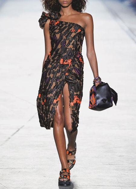 spring-summer-2016-runway-dresses-on-sale-10