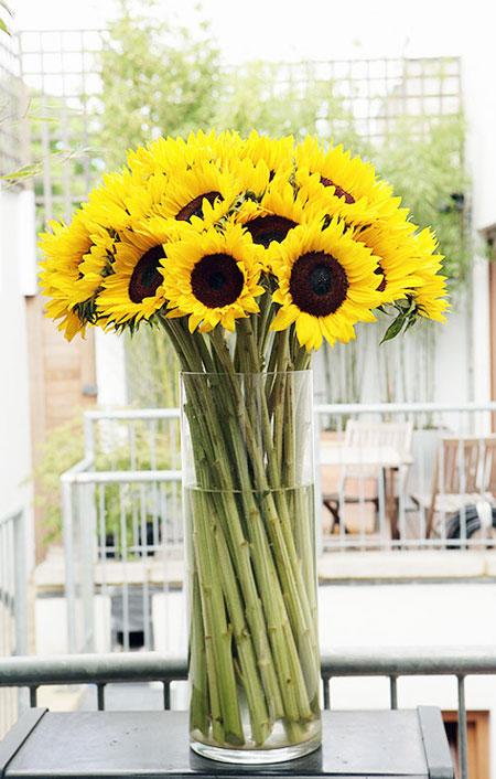 Spring Flower Arrangement Ideas | Lovika #Sunflowers
