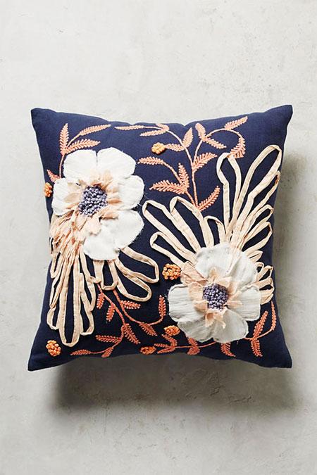 spring floral pillows | Lovika #interior #design #decor