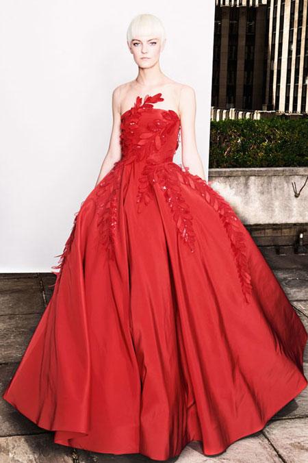 LOVIKA   Oscar de la Renta Spring 2018 lookbook #resort #editorial #evening #gown #dress #floral