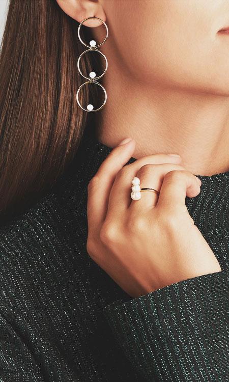 LOVIKA | Style Crush - Delicate hoop earrings #jewelry