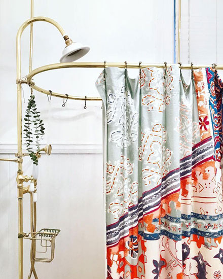 Interior Inspo - Shower curtain ideas for Spring #floral #boho