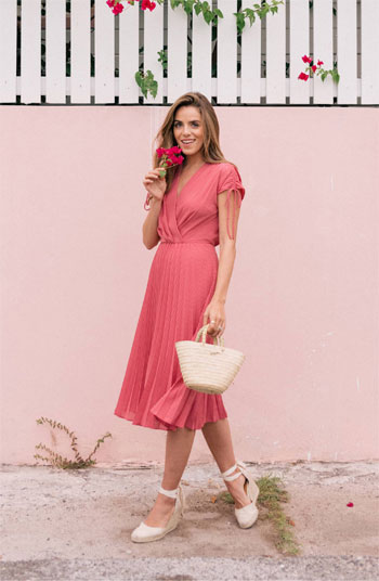 Itching to Buy a Dress? Look No Further   See Our Picks AT LOVIKA