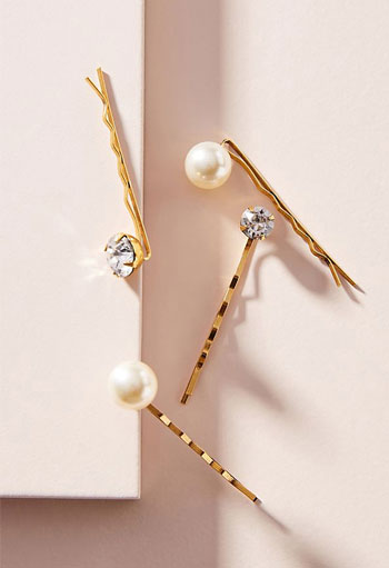 The Chic Hair Trend That Is 100% Easy to Copy (Pearl Hair Pins Anyone?) | See ALL Fashion Girls at Lovika